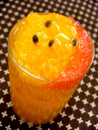 『アテスウェイ』のパッションフルーツとオレンジのジュレ