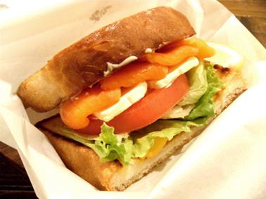 『ザッツバーガーカフェ』のスモークサーモン&クリームチーズサンド