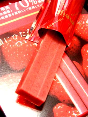『明治』のリッチストロベリーチョコレートスティック