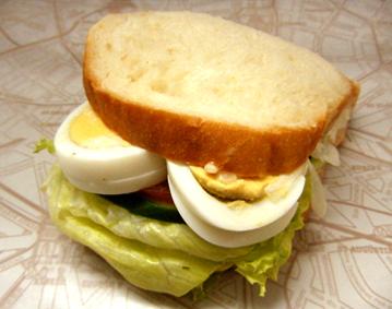 『Honey』の野菜たっぷり玉子サンド