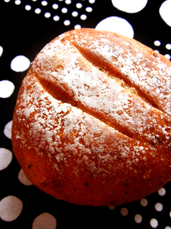 『ラシーヌ ブーランジェリ アンド ビストロ』のトマトのパン