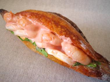 『ル・プチメック』のエビとゆで卵のカスクートサンド