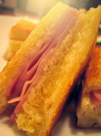 『帝国ホテル』のハムとチーズのサンド