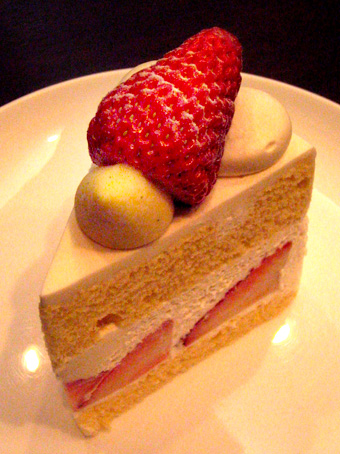 『ドゥー パティスリー・カフェ』の苺のショートケーキ