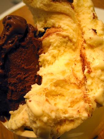 『クレマモーレ』のチョコレートとティラミスのジェラート