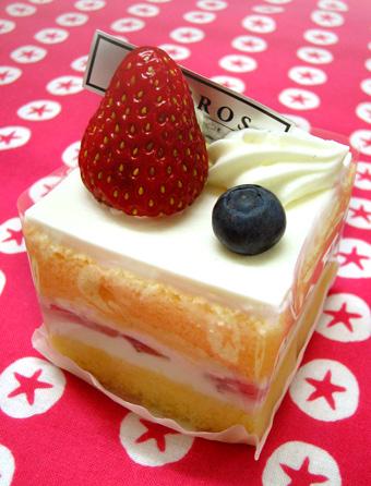 『LOBROS(ロブロス)』の苺のショートケーキ