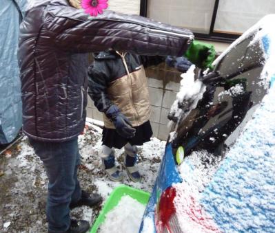 娘の雪遊び3