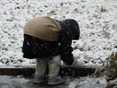 娘の雪遊び