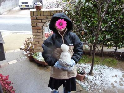 娘の雪遊び2