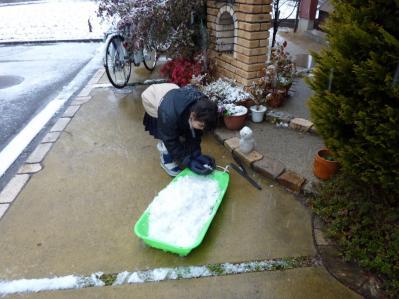 娘の雪遊び4