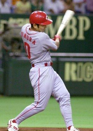 5 2001年07月01日 巨人戦で右前に2点適時打を放つ(東京ドーム)