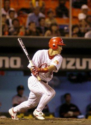 10 2003年09月29日 九回裏二死満塁から同点適時打を放つ(広島市民球場)