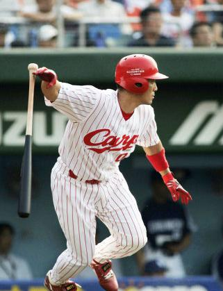 13 2005年09月17日 満塁の好機で適時打を放つ(広島市民球場)
