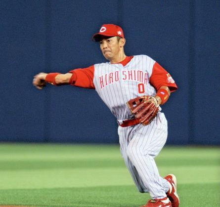 12 2005年07月14日横浜戦で好守備を披露する