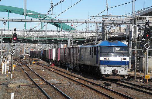 EF210-127[岡]牽引高速貨物列車(2013年2月9日・大宮駅)