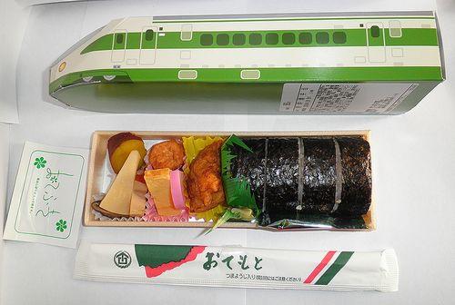 「東北新幹線200系太巻き寿司弁当」(2013年2月9日)2