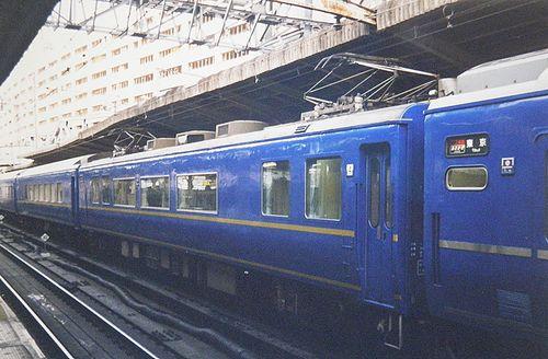 スハ25形300番代(2005年2月・横浜駅)
