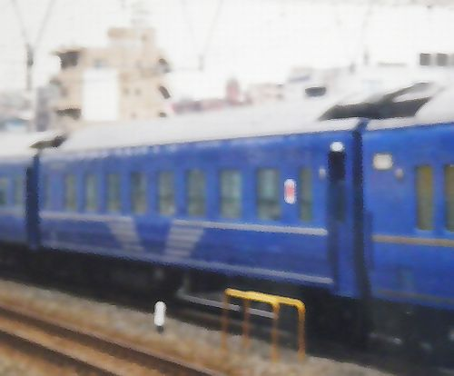 オハ24 703~705のいずれか(2005年1月・東神奈川駅)