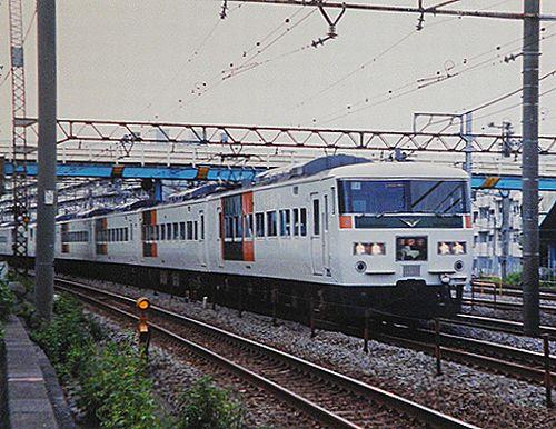 東チタ185系「C 4」編成「踊り子」(2001年10月7日・横浜~保土ヶ谷間)