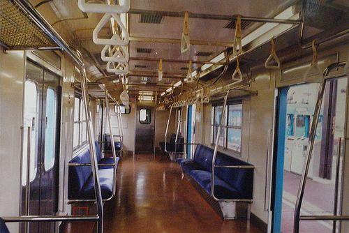 クモハ123-6(岡オカ)車内(2001年4月25日・宇野駅)