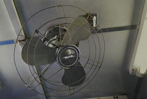 キハ58 1528(盛モカ)JNR扇風機(2005年7月22日)
