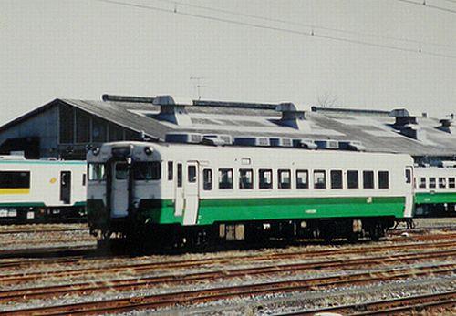 キハ28 2380(仙ココ)(小牛田運輸区・2000年4月)