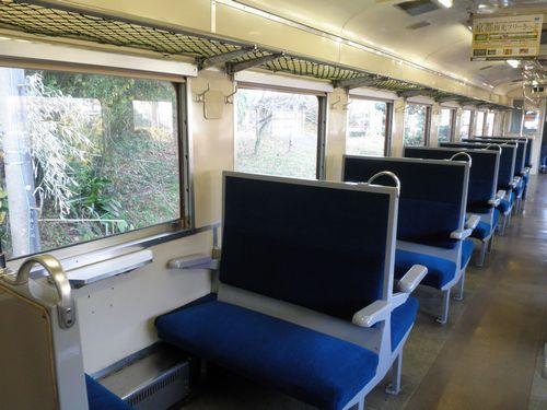 いすみ鉄道キハ28 2346車内(2012年12月8日・大多喜駅)b
