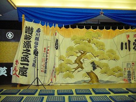 舞台の前の幕