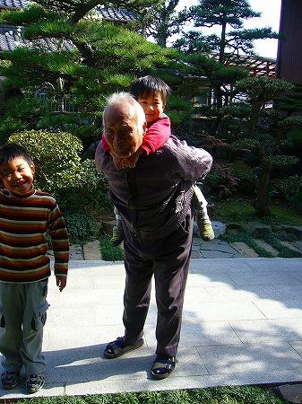 空と曾爺婆の散歩