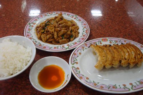 100502-105ホルモンの味噌炒め餃子(縮小)