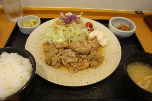 100525-002豚生姜焼き定食(縮小)
