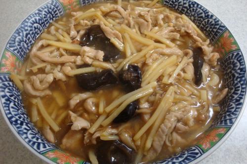 100529-010豚細切り肉と竹の子の炒め煮(縮小)