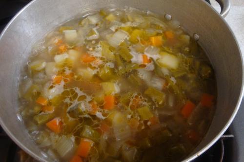 100529-031野菜のコンソメスープ後煮(縮小)