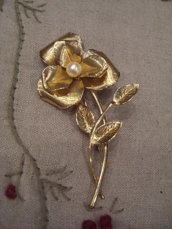 ブローチ 大花