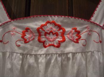 キャミワンピ 白 花刺繍アップ