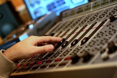 スタジオ 手 職人 機材 mixer