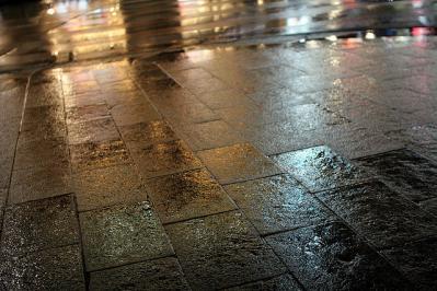 雨の日 地面 夜