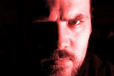 怒り 表情 陰影 顔 人 男性