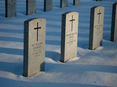 墓 墓石 並ぶ 雪 ゆふ
