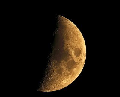 半月 ハーフ 夜空