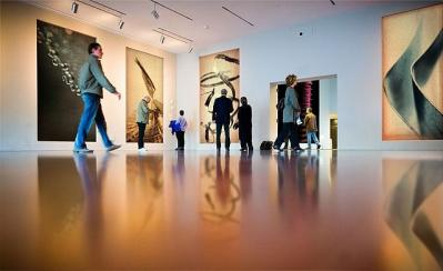 美術館 人 建物 室内 床