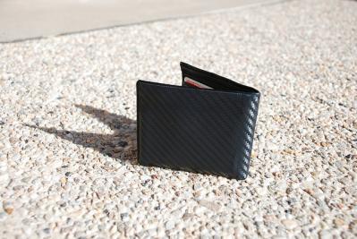 wallet 地面 財布 置く 影