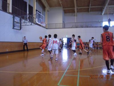平成22年5月23日 八中バスケ練習試合 026