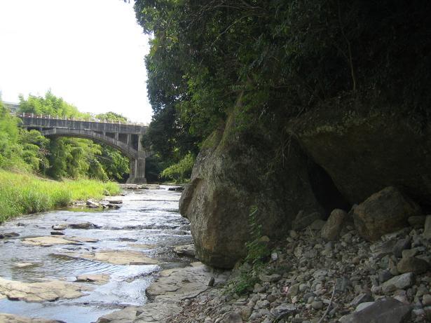 御坂サイフォンと岩371
