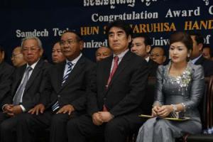 20091216  HUN SEN HANDA Scholarships2