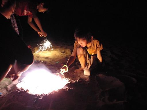 海岸で花火