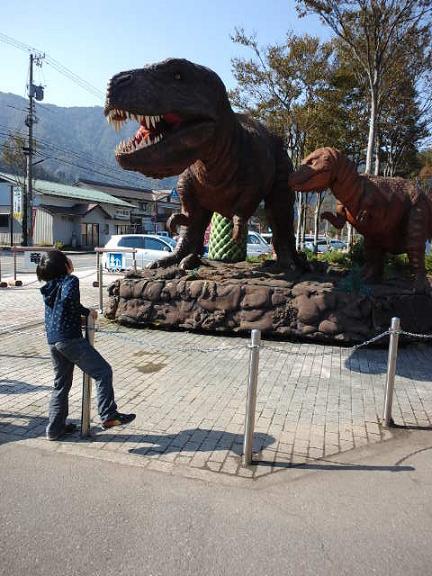 道の駅 恐竜の前で