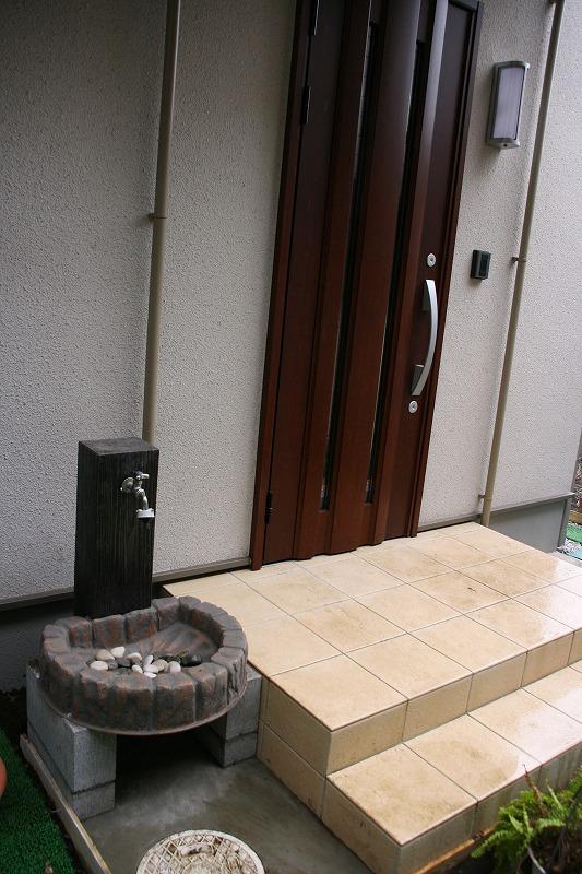 外構工事(5): 門扉と立水栓完成 ...