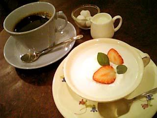 cafe UTARI ほうじミルクプリン+コーヒー