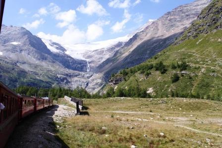 IMG_5825webベルニナ鉄道からカンブレナ氷河を眺む